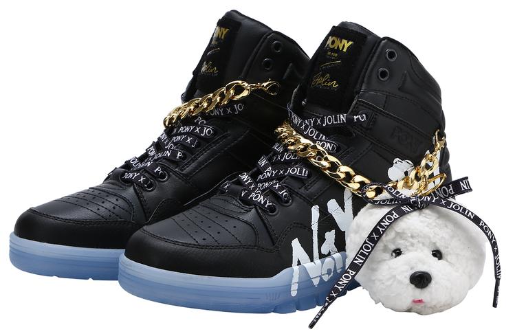 蔡依林為PONY打造M100聯名鞋,5,210元。圖/PONY提供