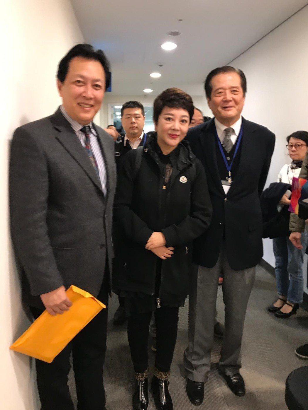 汪威江(右起)與梁麗、唐國強。圖/中華廣播電視節目製作商業同業公會提供