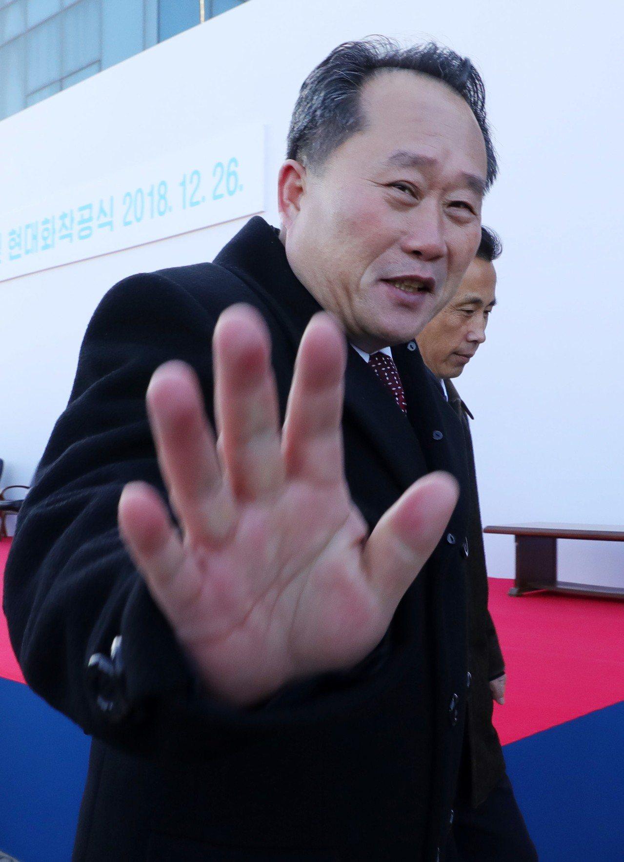 北韓祖平統委員長李善權26日出席儀式惜字如金。歐新社