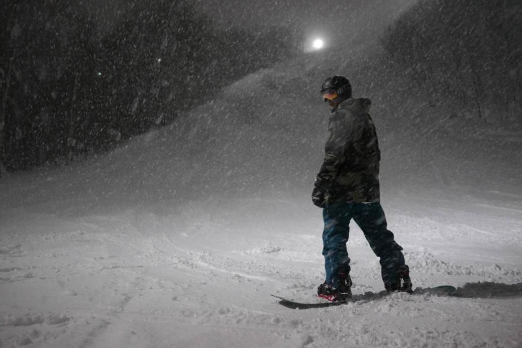 張立昂到北海道盡情滑雪。圖/索尼音樂提供