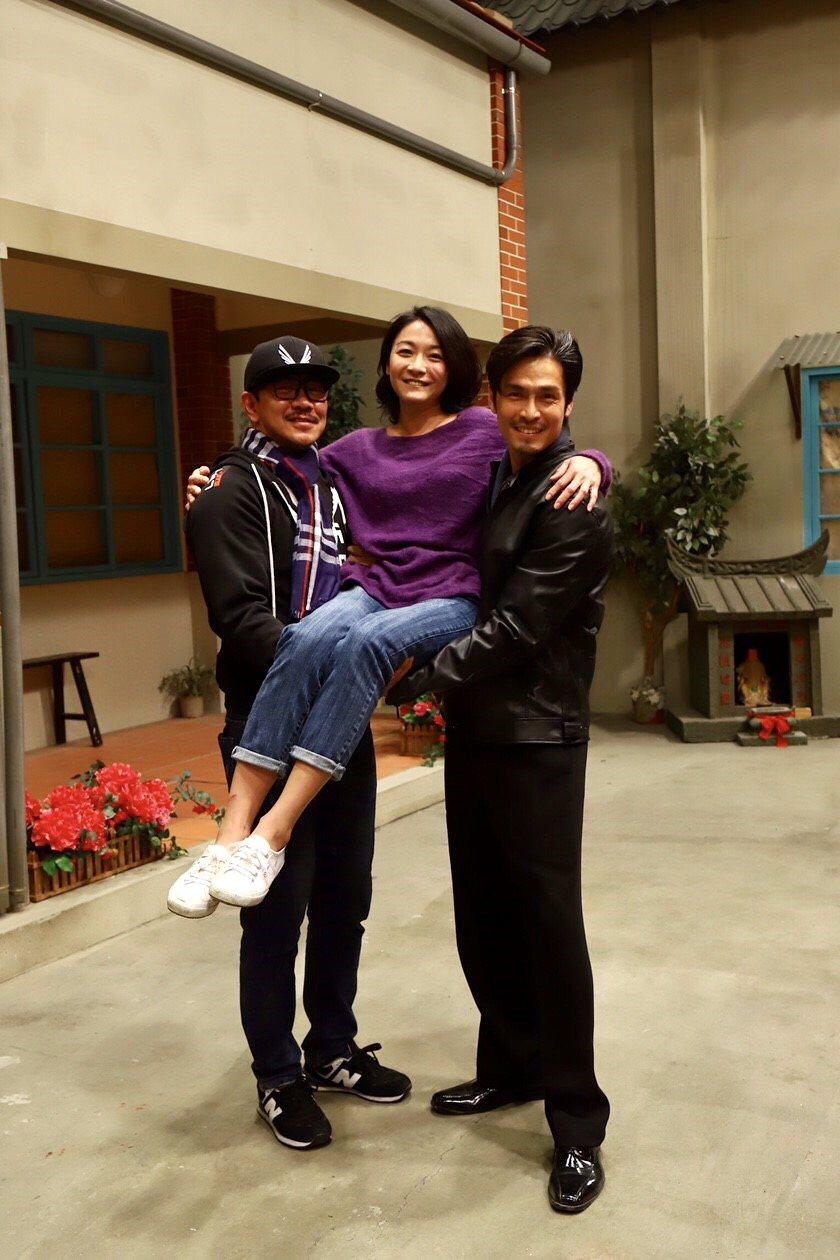 江俊翰(左起)江祖平和Gino為「大時代」收視慶功。圖/民視提供