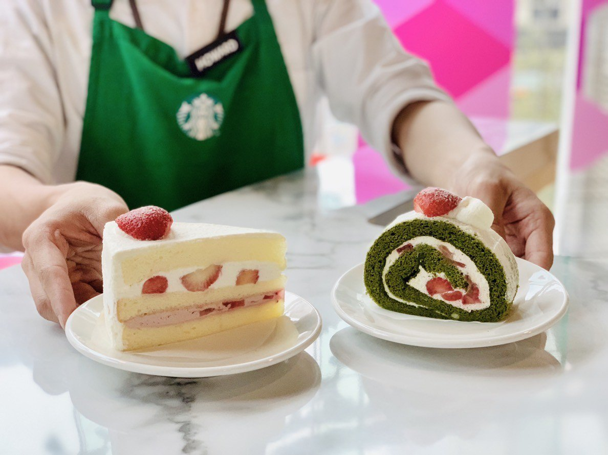 草莓戚風蛋糕(左)售價120元;抹茶草莓捲(右)售價130元。記者張芳瑜/攝影