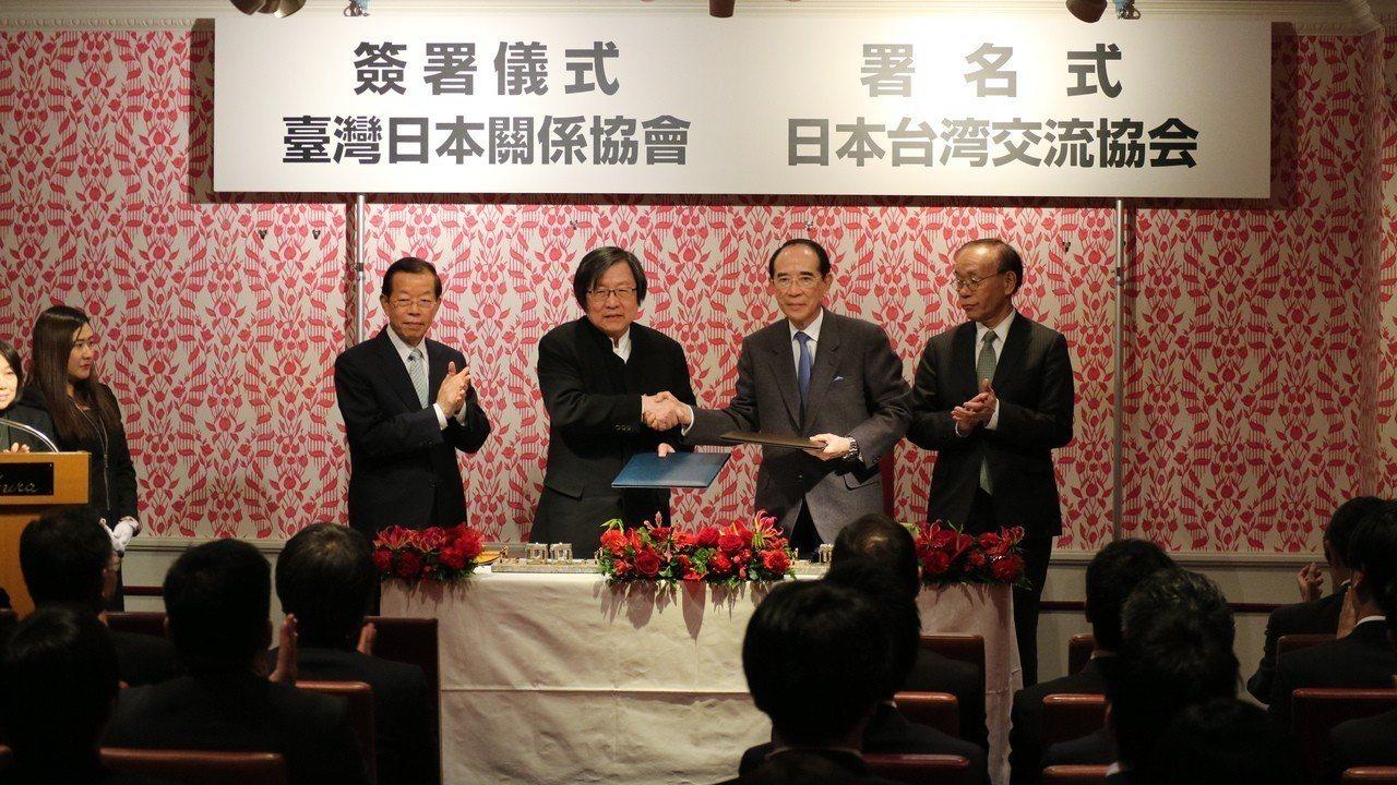 駐日代表謝長廷晚間出席台日海洋事務合作對話會議合作備忘錄簽署儀式與晚宴,未接受在...