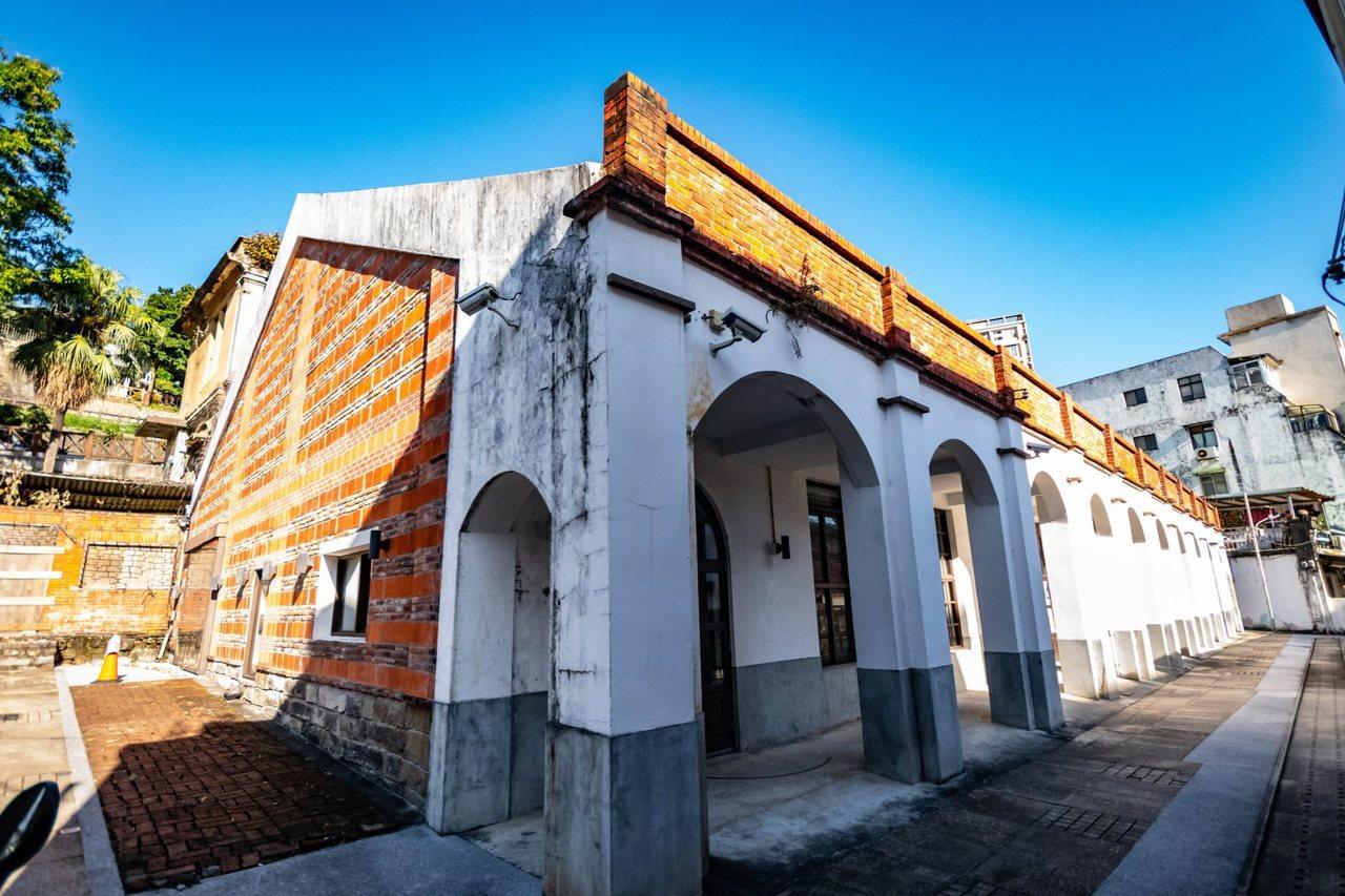 「齊柏林空間」規畫落腳於淡水老街尾端的著名歷史建物「得忌利士洋行(後棟)」。圖/...