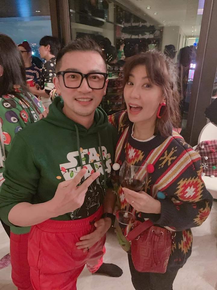 賈靜雯(右)與蘇有朋在派對上相見歡。圖/摘自臉書
