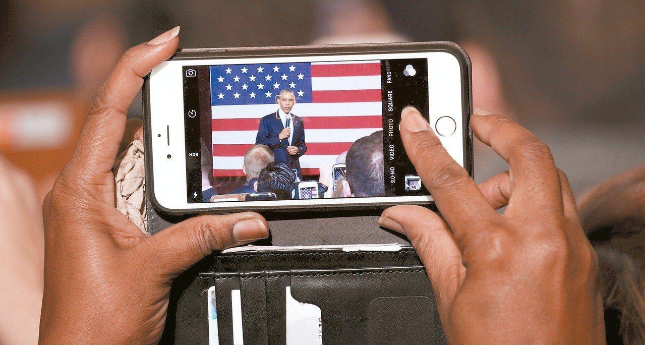 美國電信商AT&T在十二個城市推出5G行動網路服務。 (路透)