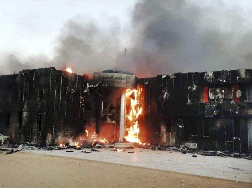 蘇丹示威活動從原本抗議物價上漲和缺乏,迅速演變成要求總統巴席爾下台的局面。位於阿...