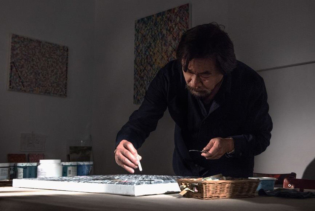 藝術家莊普以多元媒材創作聞名,他推出畫冊「雙重痕跡」,收錄34年來的創作,編排打...