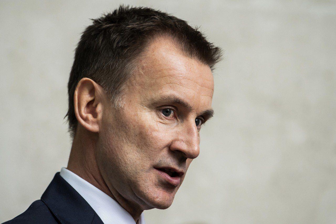 英國外交大臣韓特表示,「我們將在深思熟慮後做出強而有力的回應」。 歐新社