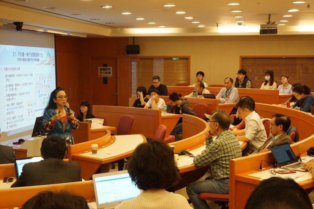 亞洲大學副校長暨大數據中心主任林蔚君致詞強調AI 對產學人才合用的重要性。