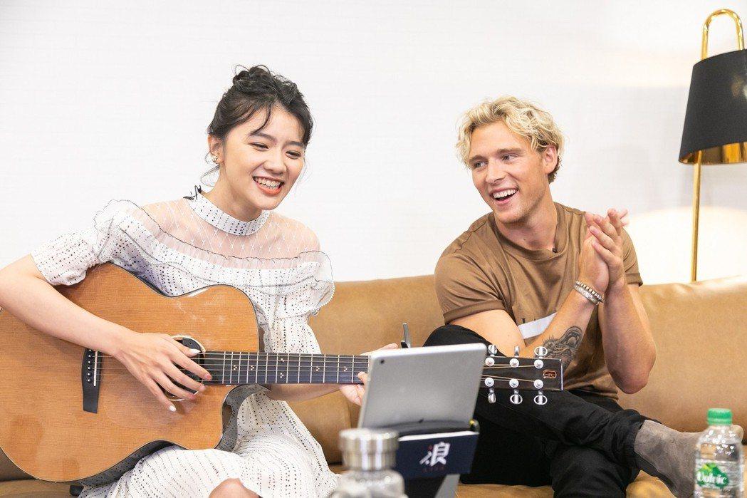 浪Live君君主播與丹麥歌手克里斯多福跨海合作新歌翻唱。 浪Live直播/提供。