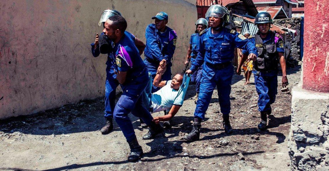剛果民主共和國,由無國界醫生(MSF)所設立的伊波拉疫情隔離中心,遭抗議群眾闖入...