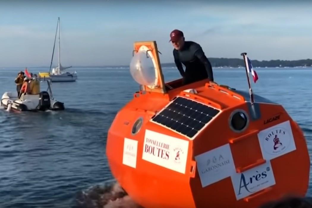 薩萬搭乘「木桶」隨洋流漂浮,預計在三個月後抵達加勒比海。圖片來源/Daily M...