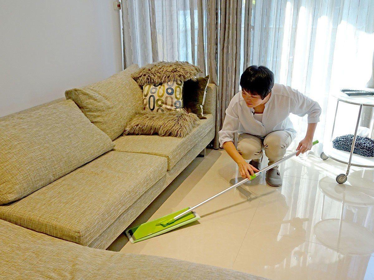 三效加大魔布大面積清潔面板,內有乾濕兩用布及頑垢專用布,能一把底三把。(照片來源...