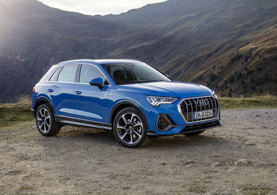 新世代Audi Q3 35 TFSI,可搭配六速手排或七速Stronic雙離合器...