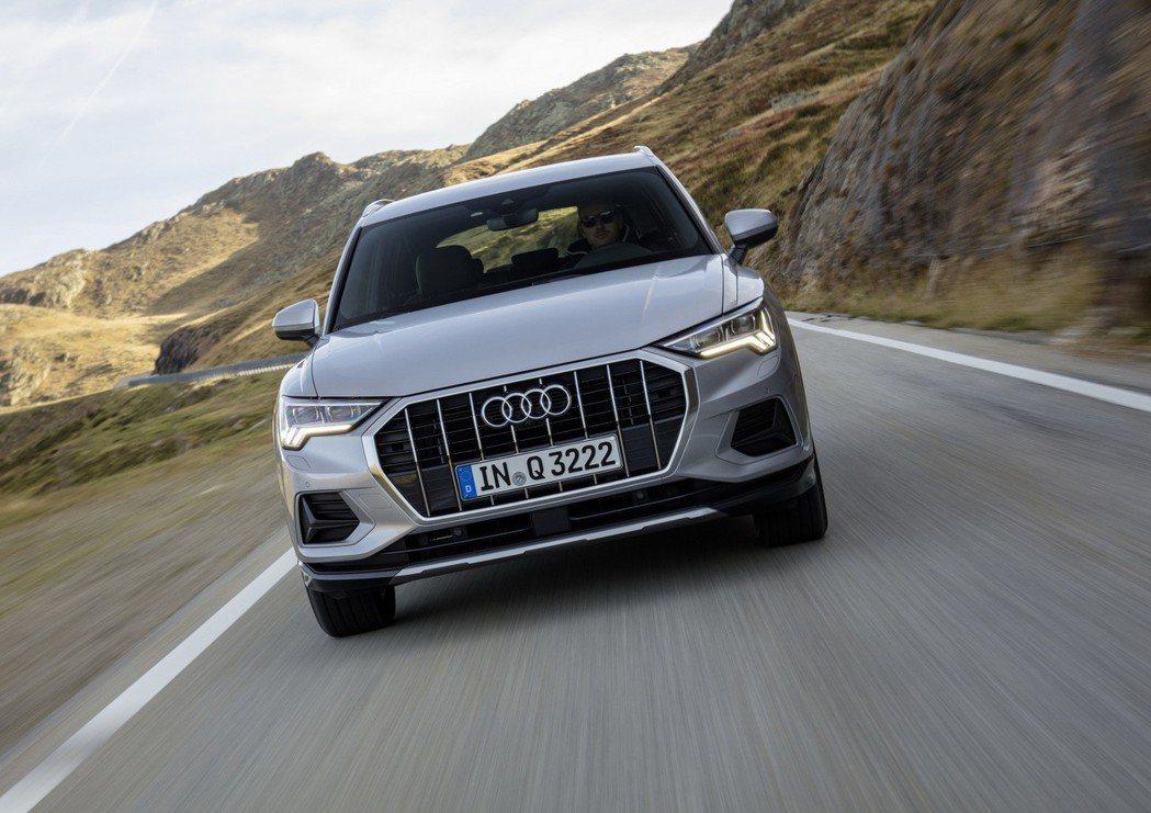 新世代Audi Q3 40 TFSI搭載2.0升汽油引擎,僅能搭配七速Stron...