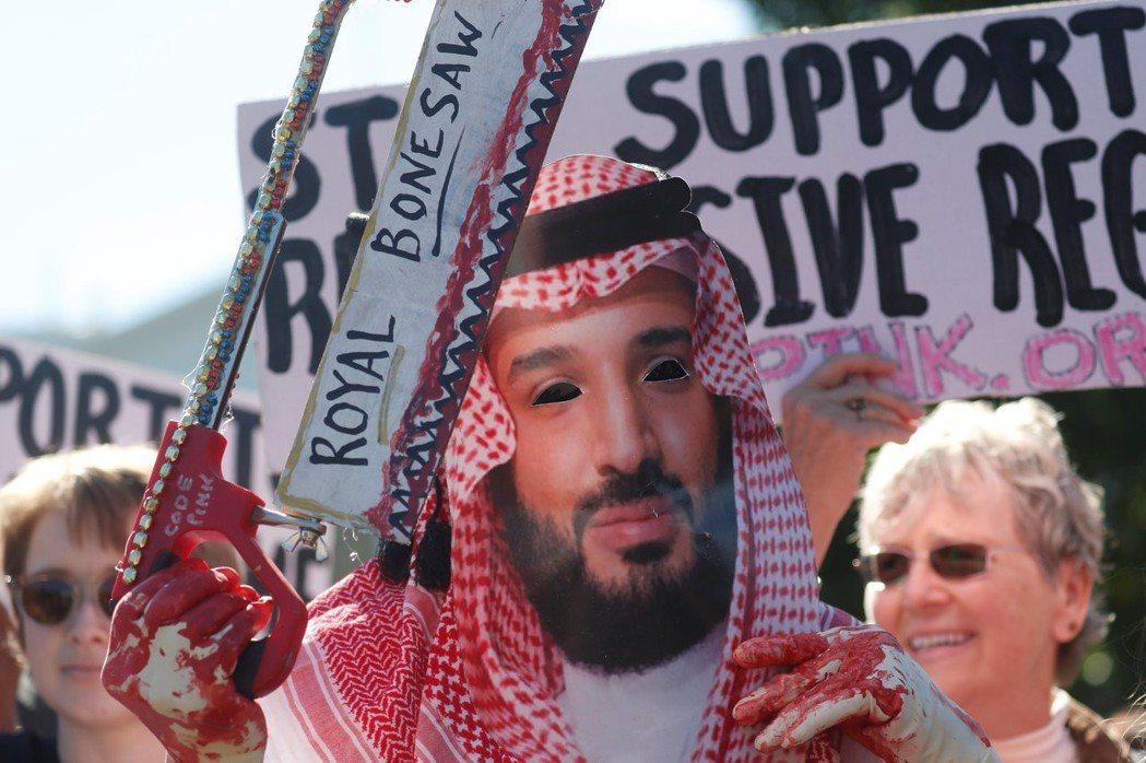 「...(鋸子的摩擦聲)...」圖為白宮前,裝扮成MBS的抗議者。 圖/路透社