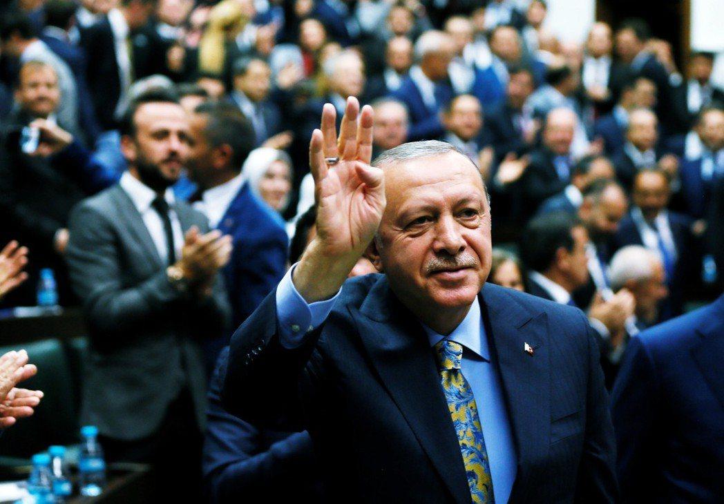 「我們很樂意受邀,但....土耳其從沒向聯合國提出過正式調查的邀請。」圖為向執政...
