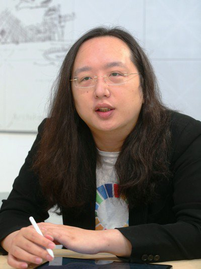 「讓要帶來改變的人互相傾聽而不是互相對抗」是唐鳳當初決定扛下數位政委的初心。 記...