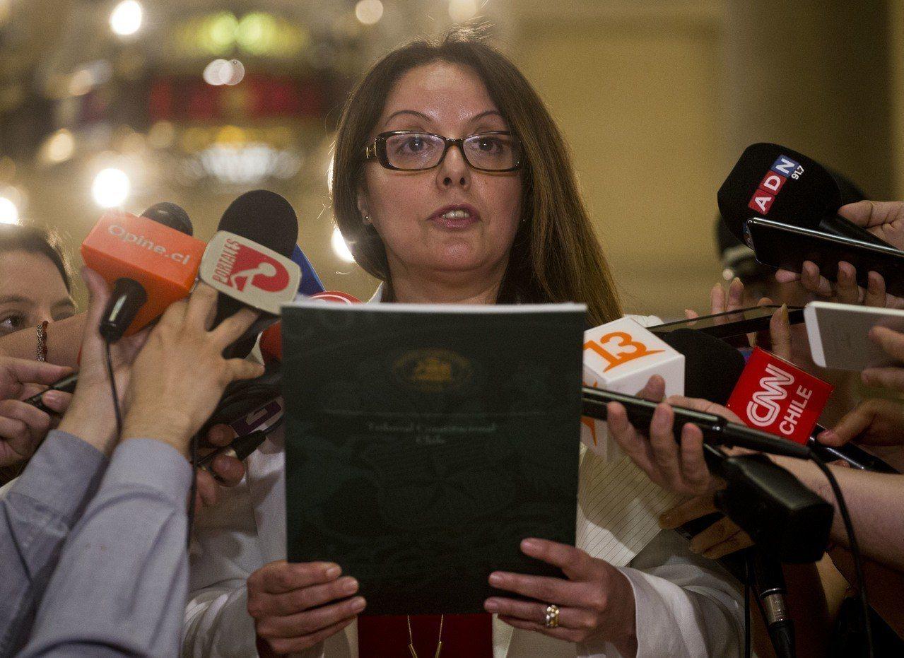 智利憲法法庭認為違反人權者獲假釋的條件可嚴格要求,包括必須服完刑期的三分之二、協...