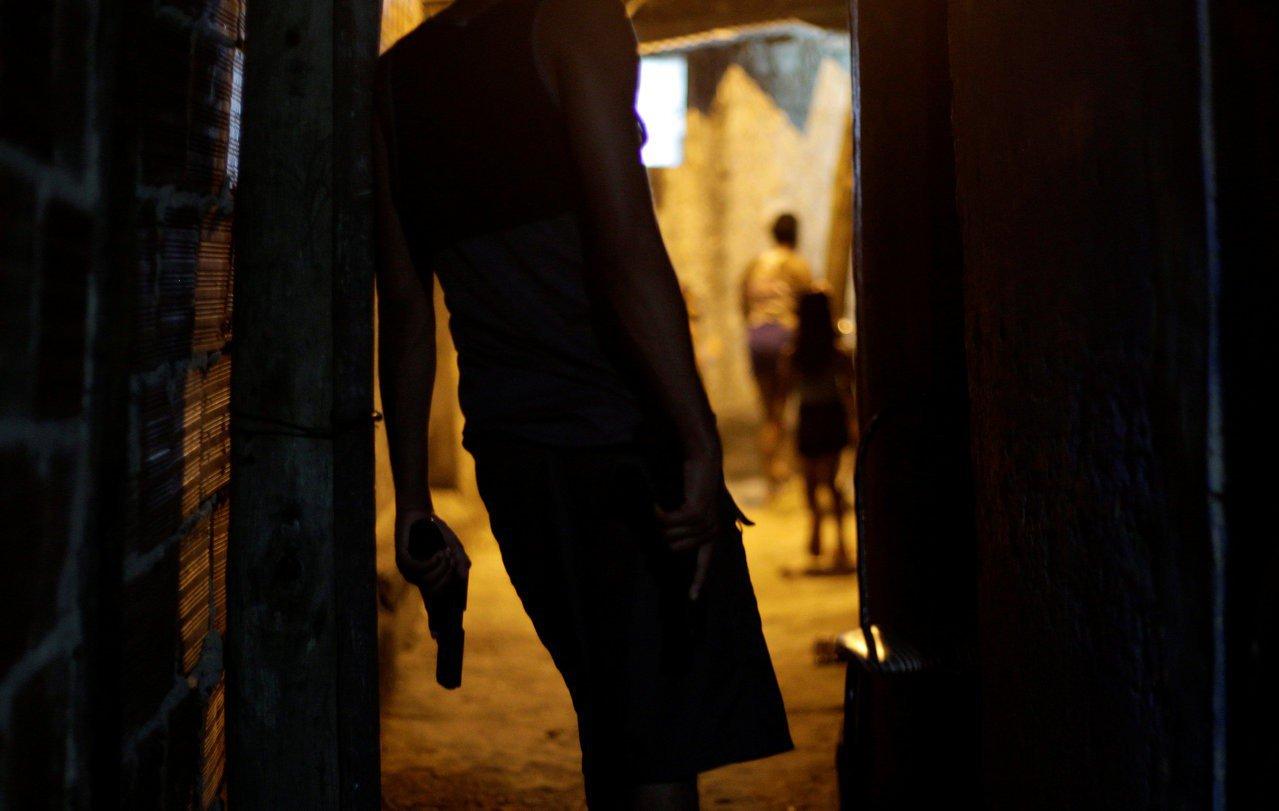巴西里約熱內盧治安敗壞,貧民窟內幫派橫行。路透