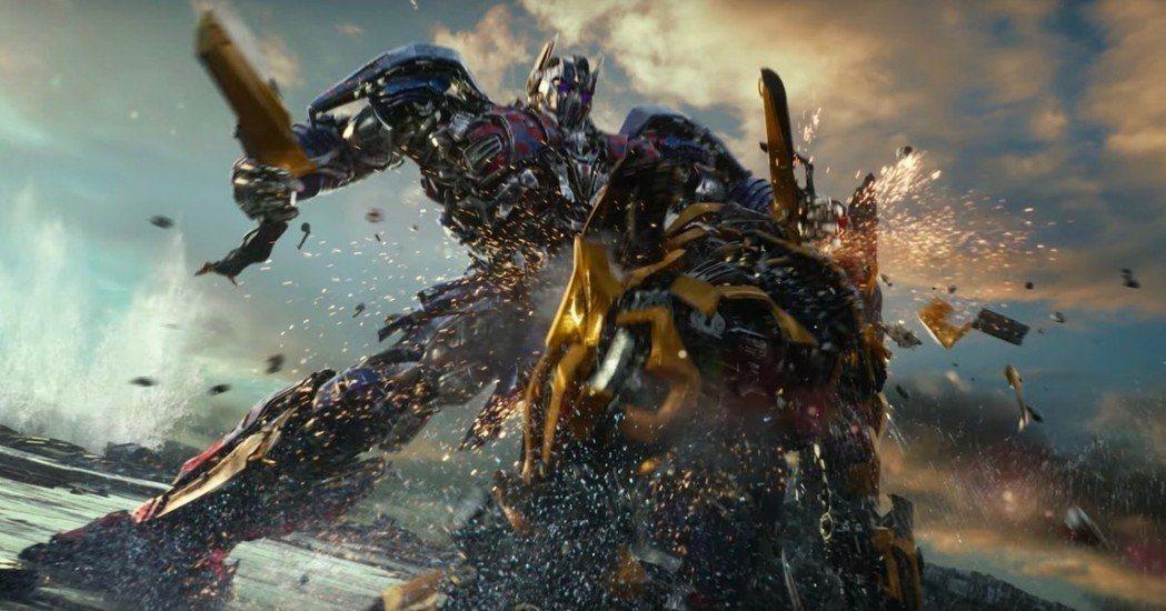 「變形金剛」系列一向以超豪華的機器人戰爭戲做為號召。圖/UIP提供