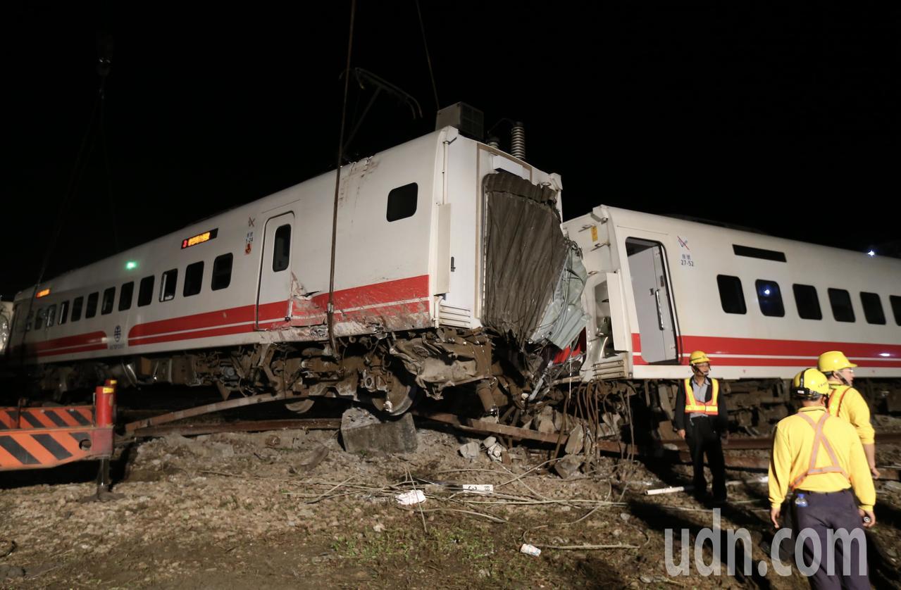 今年10月21日台鐵普悠瑪列車翻覆造成18人死亡。聯合報系資料照/記者許正宏攝影