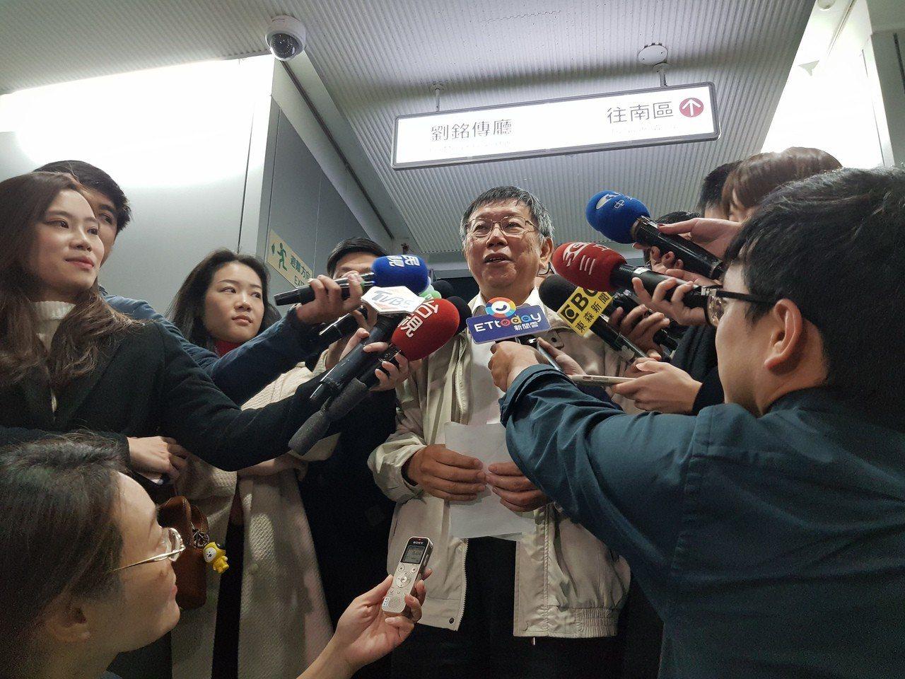台北市長柯文哲今早出席交通會報前受訪。記者翁浩然/攝影