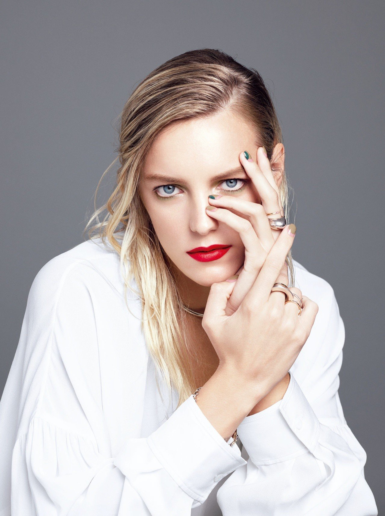 THREE 2019年品牌創立滿10周年,首波發表的春妝回歸原點,以「唇膏」為重...