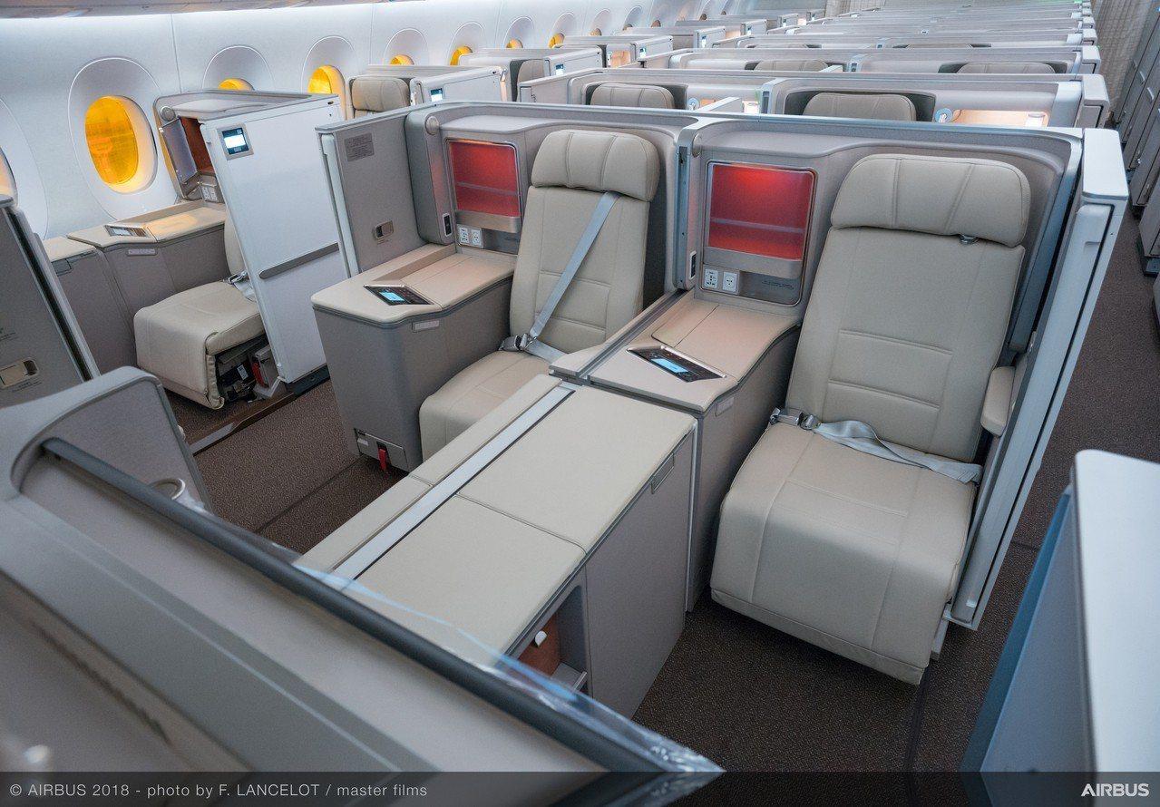 東航A350-900飛機全艙配備新一代娛樂系統,較上一代而言,硬體全面提升,並提...