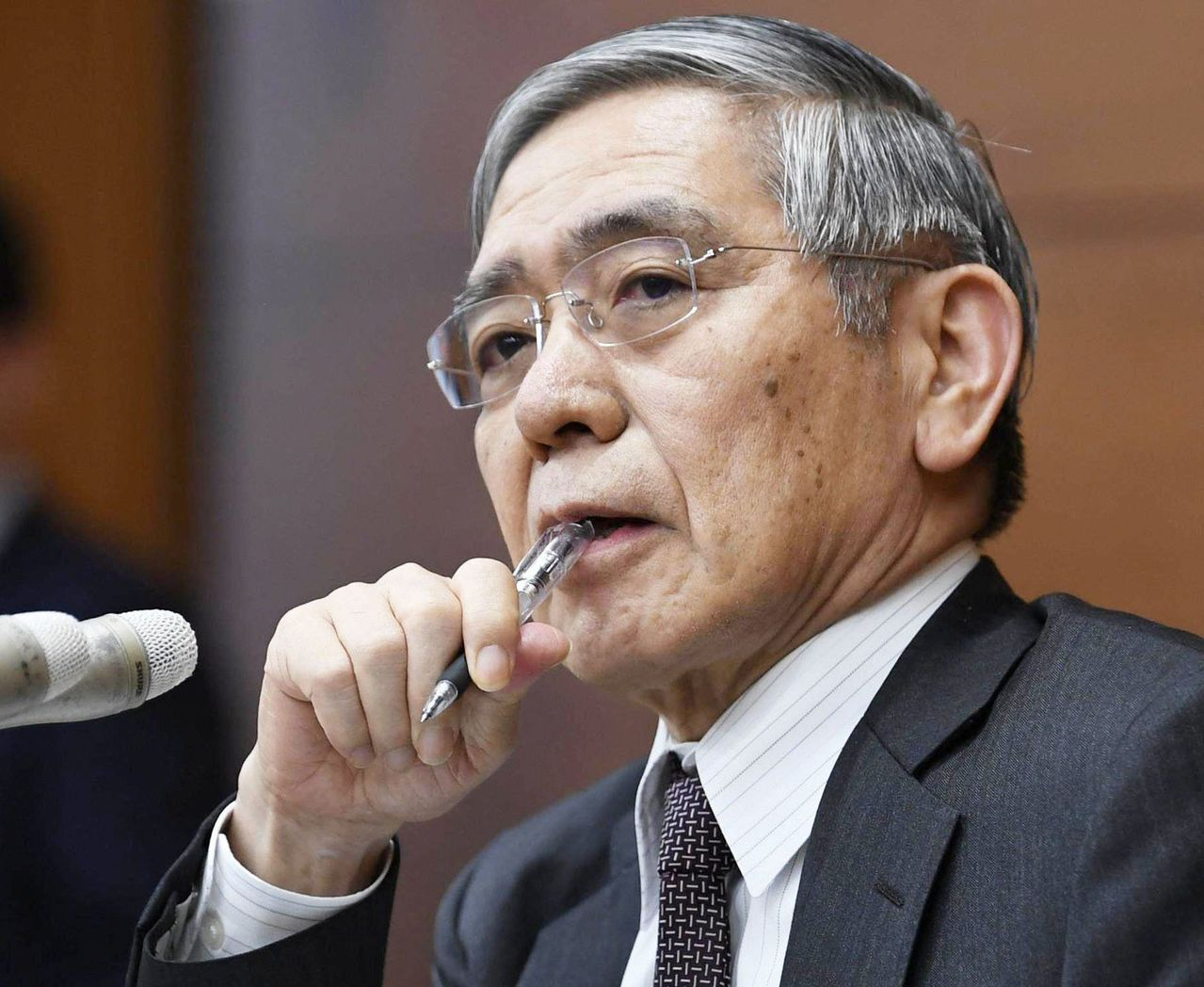 日本央行總裁黑田東彥上周表示,如果真實反映經濟基本面並保持在央行的目標範圍內,那...