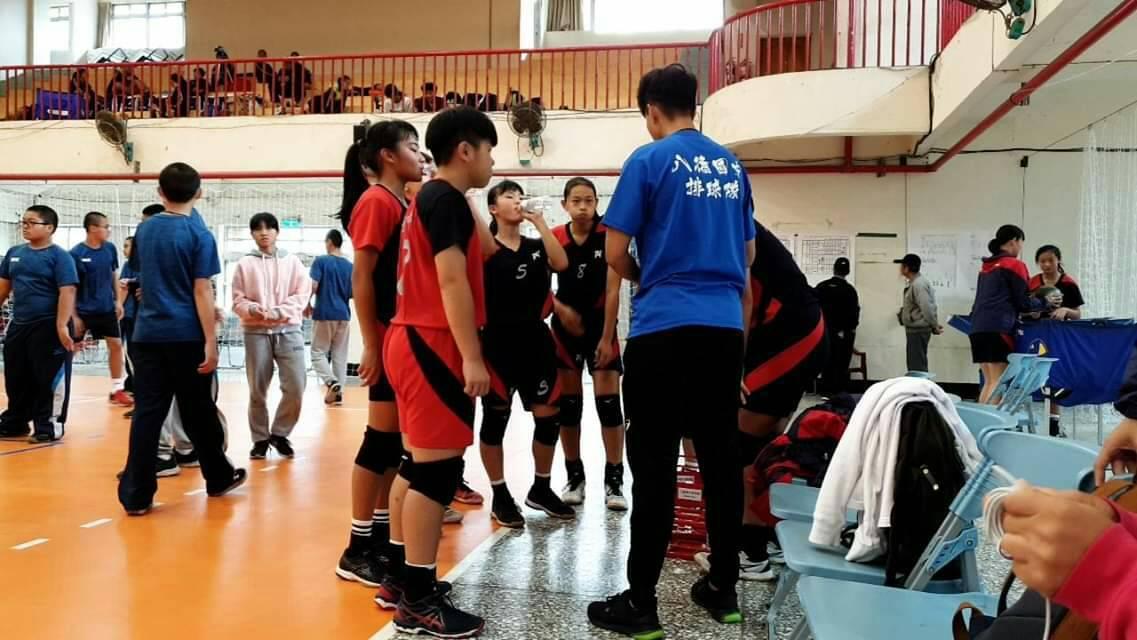 桃園市八德國中女子排球隊,今年參加107學年度國中排球甲組聯賽,在世大運「最帥隊...