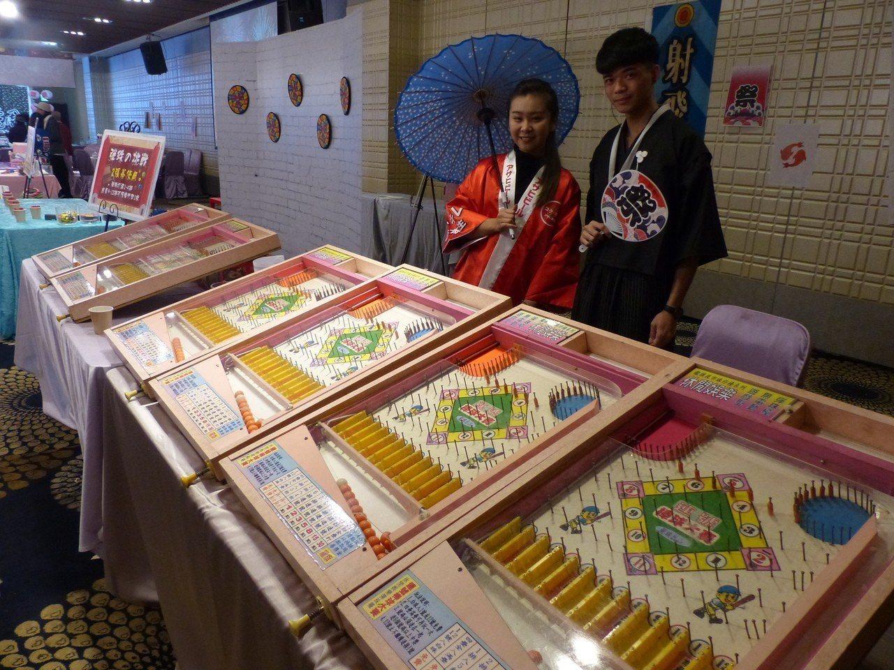 圍爐宴除了日式廟會氛圍外,飯店還特別準備了各式各樣的日式遊戲。記者劉明岩/攝影