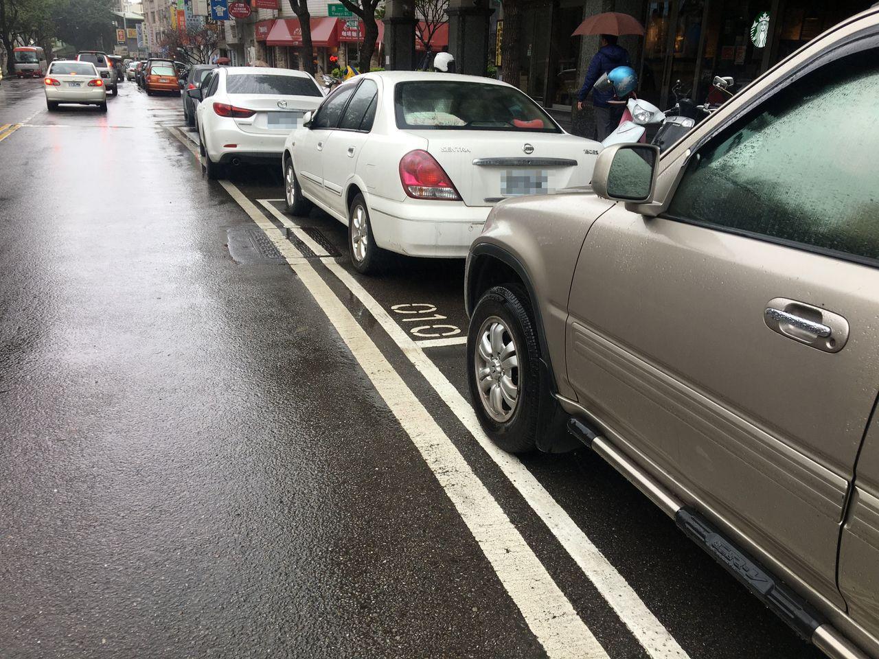 桃園市政府交通局與業者合作,今年下半年鼓勵民眾踴躍使用行動支付,可享5折停車費優...