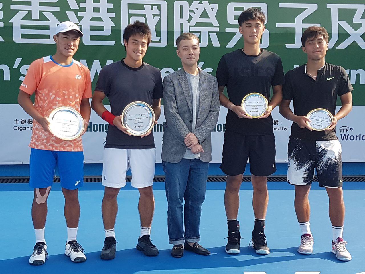 台灣網球好手許育修(左一)與日本搭擋今井慎太郎(左二)首度合拍就奪冠。圖/許育修...
