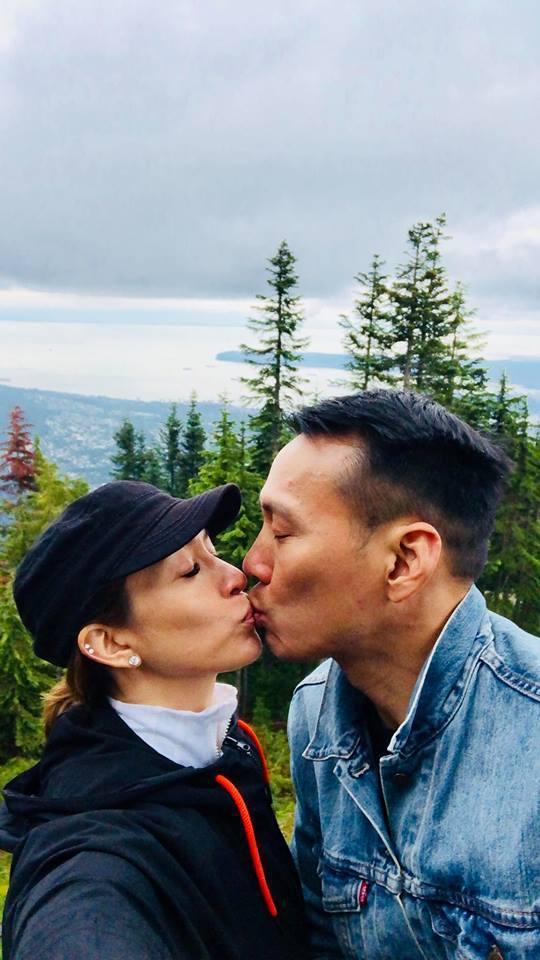 艾力克斯(右)和李詠嫻相識超過20年了,兩人怎麼也不會厭煩。圖/艾力克斯臉書