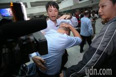 市長你還好吧! 媒體推擠採訪韓國瑜被K到頭慘叫
