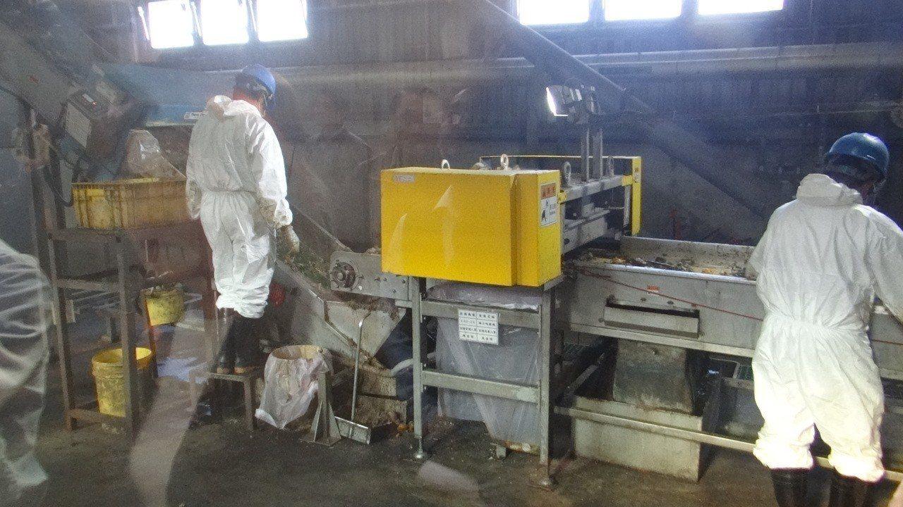 六輕南亞廚餘廠每天可處理30噸廚餘並製成肥料。記者蔡維斌/攝影