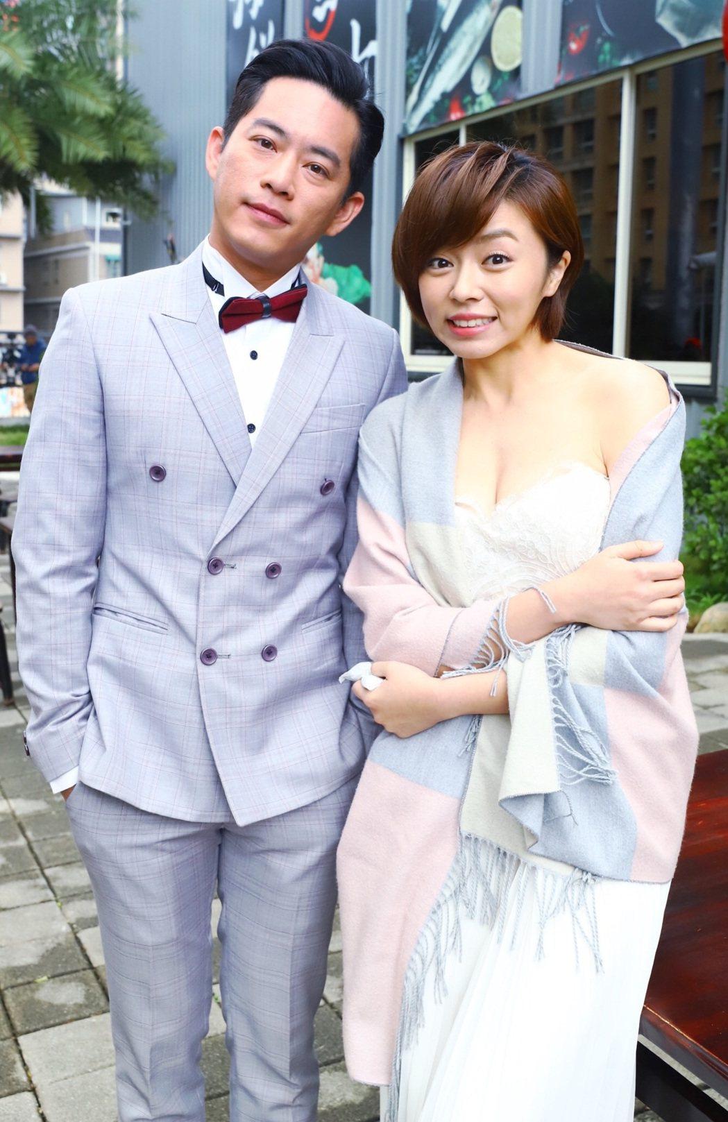 「大時代」拍結婚戲,王瞳穿爆乳伴娘服,Junior韓宜邦貼心幫她披上披肩保暖。圖