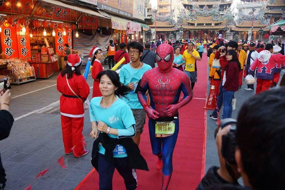 北港媽祖盃路跑即將登場,跑在廟前紅毯星光大道是跑者的最光榮一刻。記者蔡維斌/翻攝