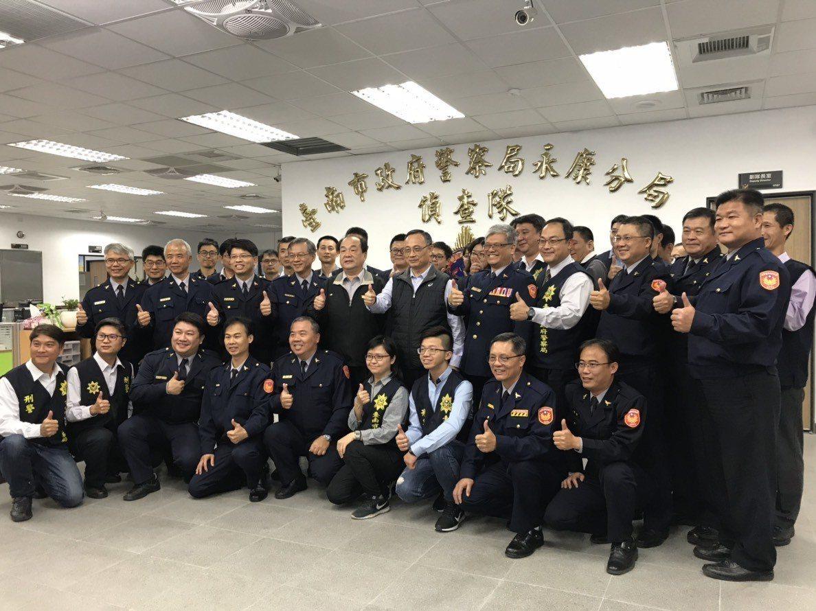 警政署長陳家欽專程到台南市與基層刑事員警座談。圖/警方提供