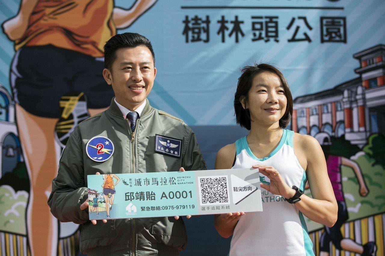 邱靖貽(右)不僅為國內全馬女子百傑之列,也是台灣唯二完成世界六大馬的女跑者,跑步...