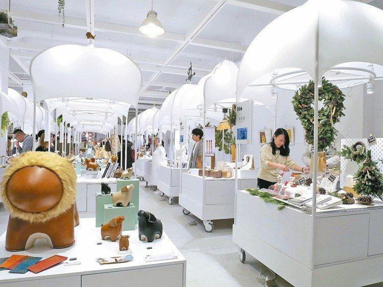 白色基調的「未來市」,提供文創設計的時尚美感與生活提案。 圖/于國華提供