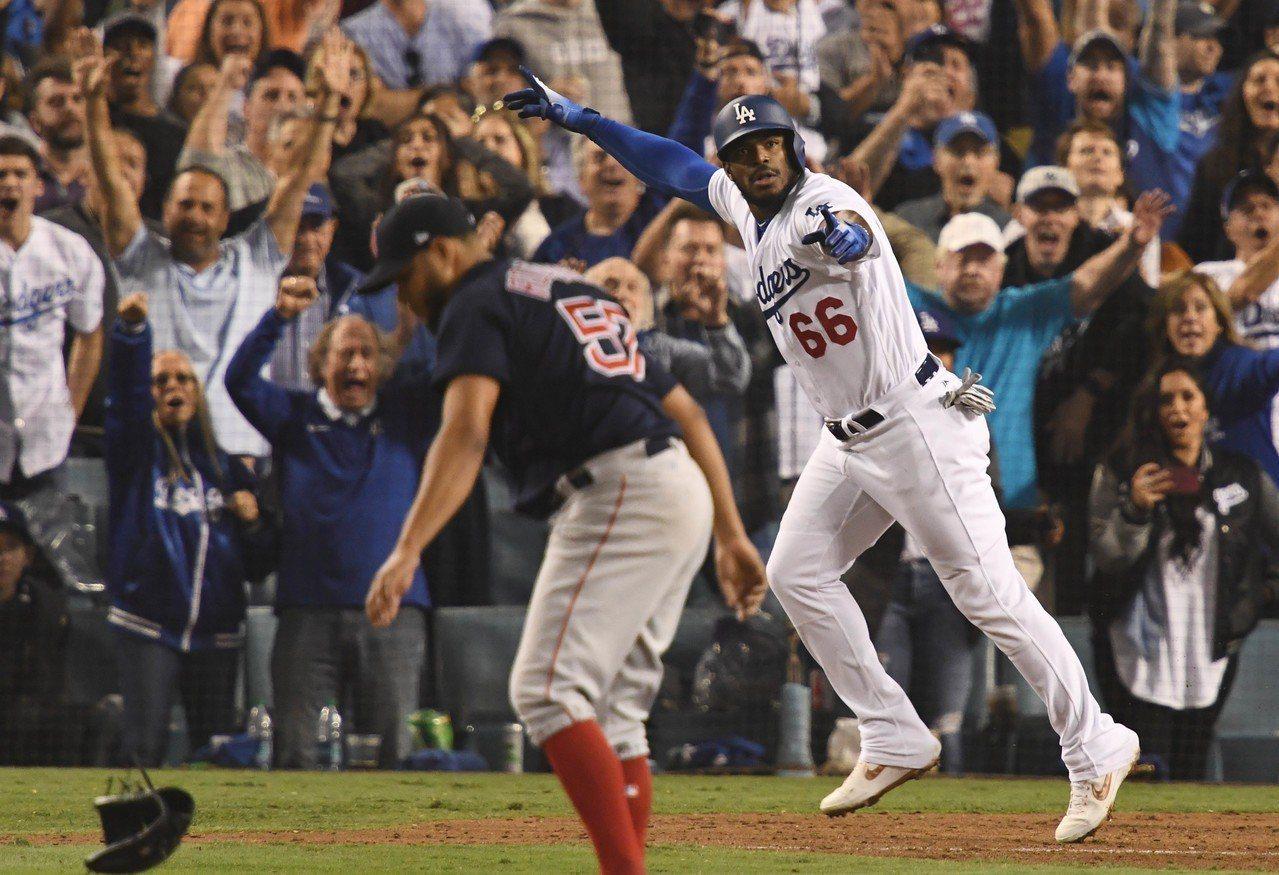 紅襪投手羅德里奎茲世界大賽挨轟後情緒失控摔手套,表示是錯誤示範。 路透