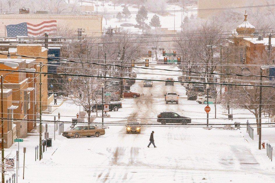 強烈冬季風暴27日侵襲美國中西部和東南部地區,阻撓牛隻運輸,刺激美國活牛期貨。 ...