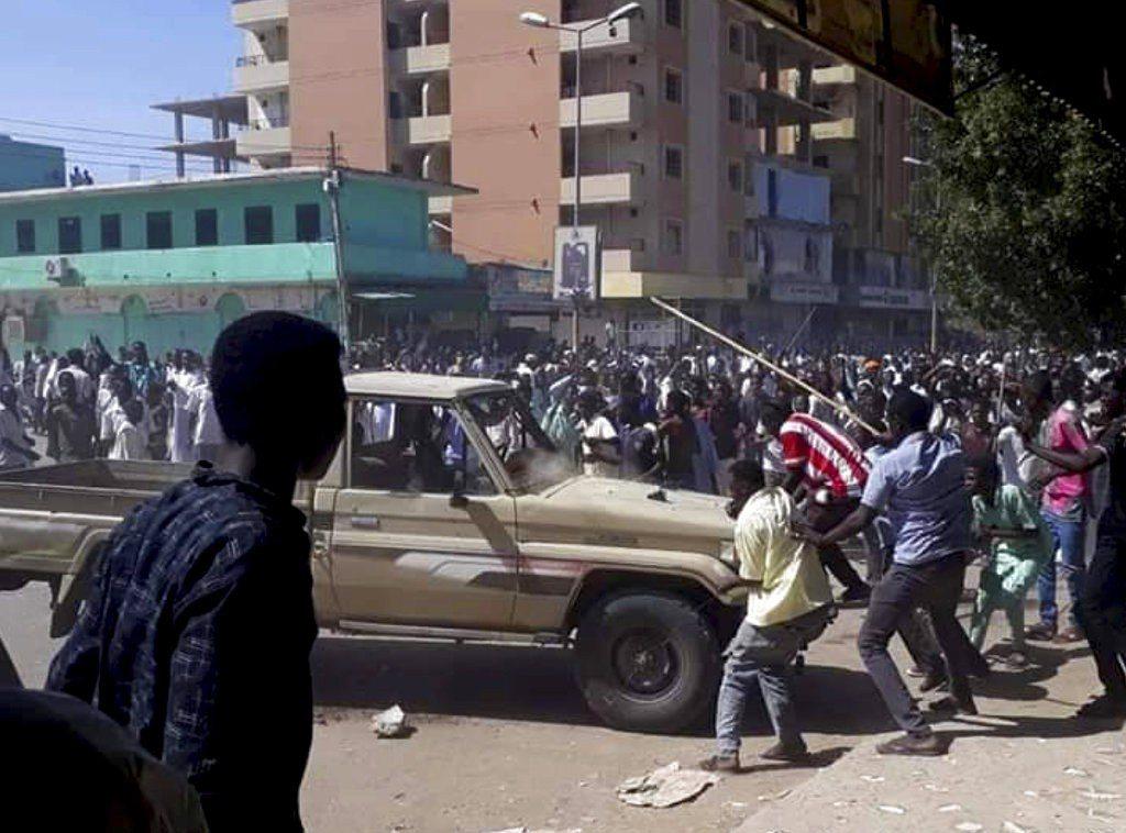 蘇丹因物價調漲引起人民抗議。 美聯社