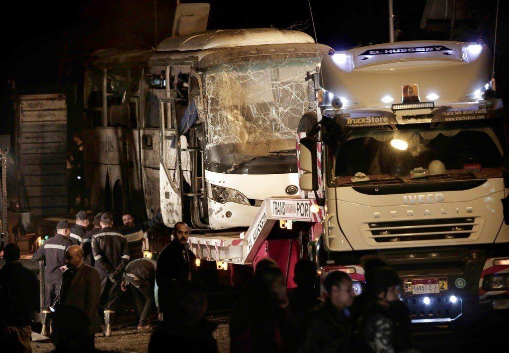 埃及吉薩金字塔附近發生路邊炸彈爆炸案。 美聯社