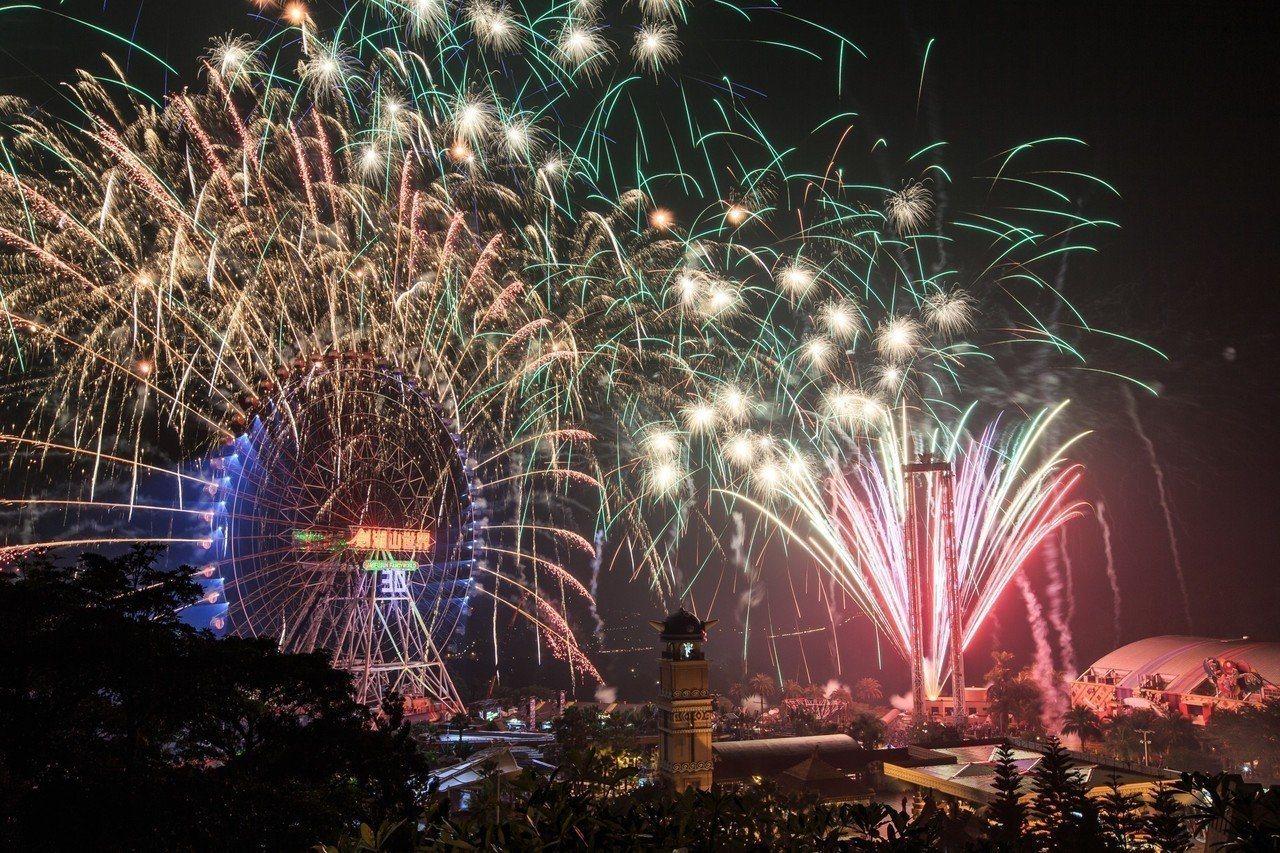 劍湖山樂園今年結合金光布袋戲推出煙火秀。圖/劍湖山樂園提供
