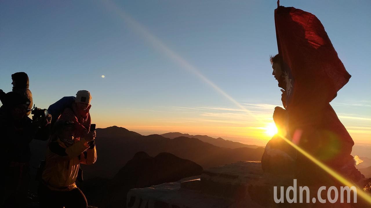 圖為玉山主峰迎曙光。聯合報系資料照/記者楊德宜攝影