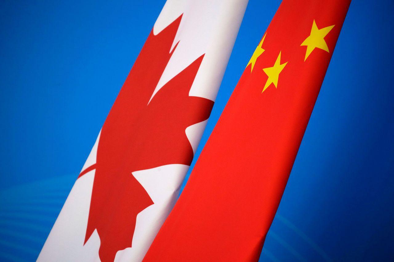 華為財務長孟晚舟被捕後,中國與加拿大外交失和。圖為兩國國旗。法新社